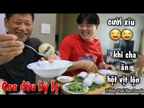 Cha chồng ăn món hột vịt lộn Việt Nam biểu cảm hài hước