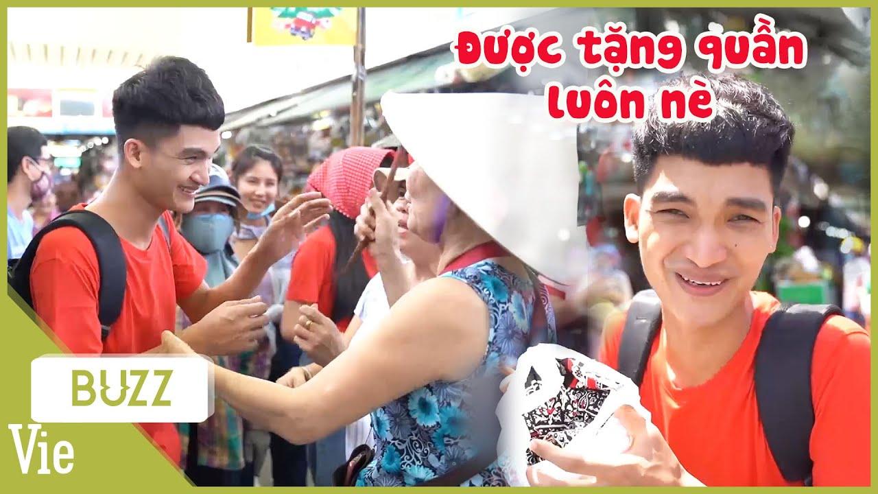 Mạc Văn Khoa đại náo chợ Đà Nẵng, được người dân yêu mến tặng hết cây massage đến quần
