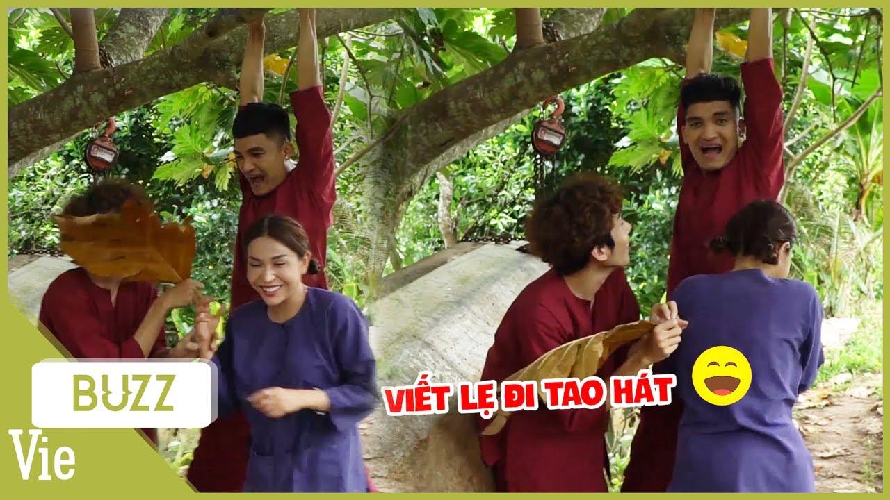"""Khả Như quỳ lạy với """"ca sĩ đu"""" Mạc Văn Khoa vừa đu vừa hát """"Có Chàng Trai Viết Lên Cây"""""""