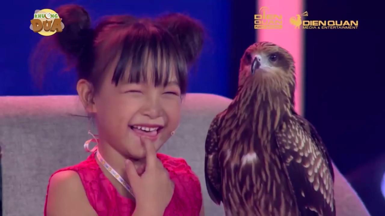 """Không thể tin cô bé này đã điều khiển """"chúa tể bầu trời"""" từ lúc 3 tuổi"""